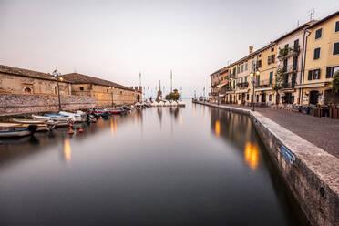 Italy, Veneto, Boats at Lazise harbour - DAWF01048