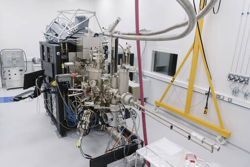 Complex device in a laboratory - AHSF01776