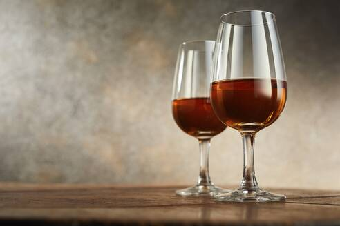 Studio shot of two glasses of sherry - DREF00004