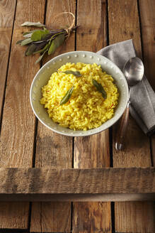 Saffron risotto with sage leaves - DREF00020
