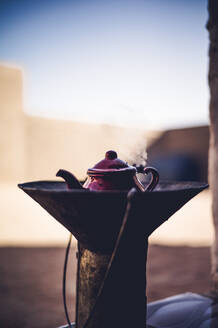 Preparing tea in Smara refugee camp, Tindouf, Algeria - OCMF00959