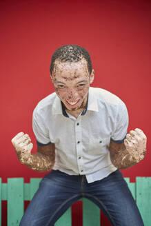 Young man with vitiligo on a green bench - VEGF01361