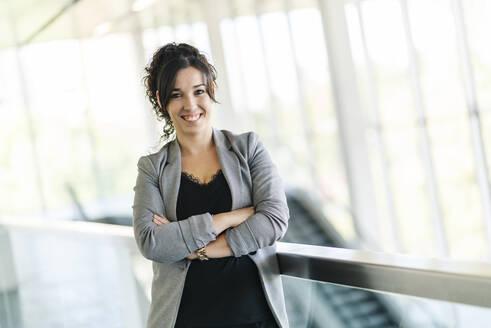 Portrait of a happy businesswoman - DGOF00016