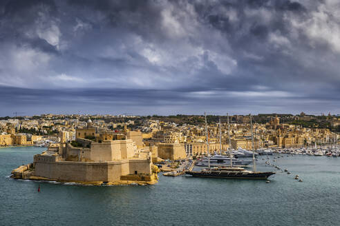 Malta, Birgu, Fort St. Angelo and Vittoriosa Yacht Marina in Grand Harbour - ABOF00462