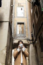 Young woman taking pictures in the city, Barcelona, Spain - VABF02533