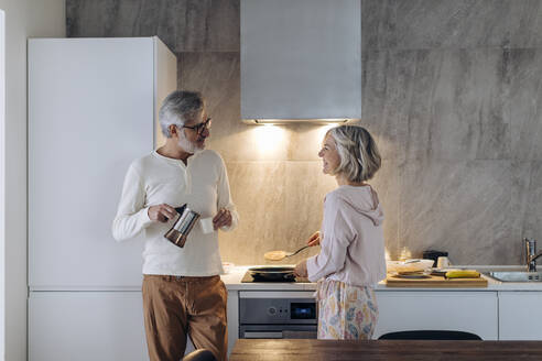 Mature couple in kitchen at home in the morning - SODF00502