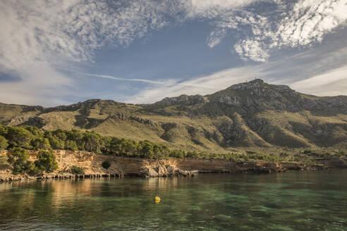 Spain, Mallorca, Sea coast with Serra de Tramuntana range in background - JMF00480