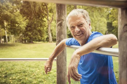 Smiling senior man on high bar - SDAHF00039