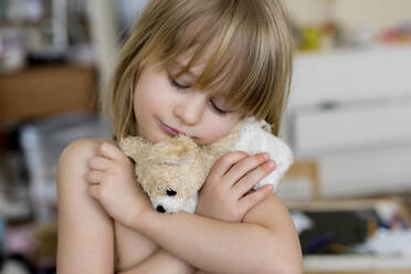 Portrait of little girl with cuddly toy - PSIF00365