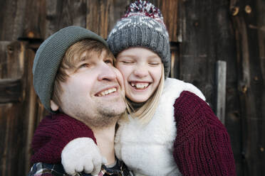 Happy father with daughter outdoors in winter - EYAF00881