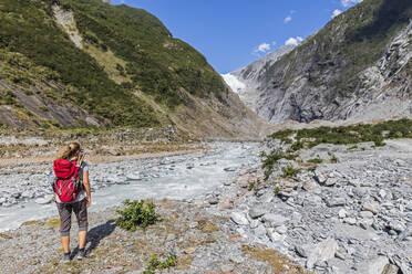 New Zealand, Westland District, Franz Josef, Female backpacker hiking in Franz Josef Glacier - FOF11457