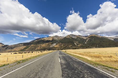 New Zealand, Grey District, Inchbonnie, Clouds over empty State Highway 73 with mountains in background - FOF11533