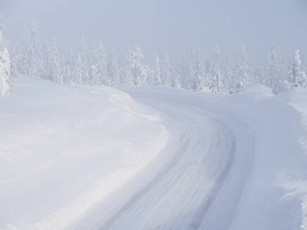 Winter road - JOHF05883