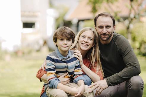 Happy family in garden, portrait - KNSF07237