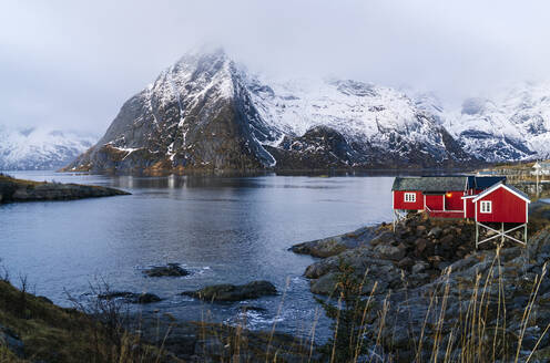 Red huts at the coast, Hamnoy, Lofoten, Norway - DGOF00092