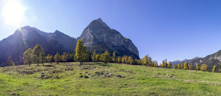 Grosser Ahornboden in Karwendel mountains in autumn, Hinteriss, Austria - MAMF01095