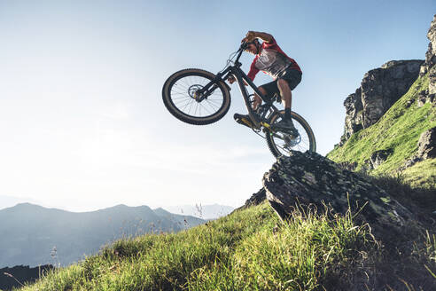Mountainbiker mountain biking in Grisons, Switzerland - HBIF00007