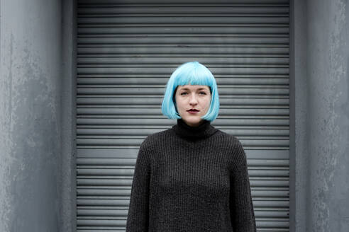 Young woman wearing blue wig - FLLF00385