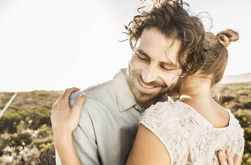 Happy young couple hugging at the coast in summer - SDAHF00141