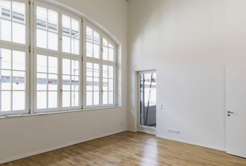 Interior of refurbushed luxury loft - GWF06436