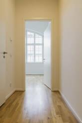 Interior of refurbushed luxury loft - GWF06439