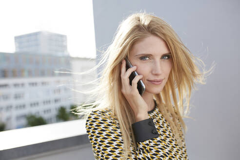 Portrait of blond young woman on the phone - PNEF02335