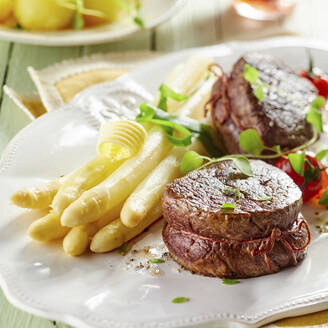 White asparagus and beef fillet on plate in restaurant - DREF00046