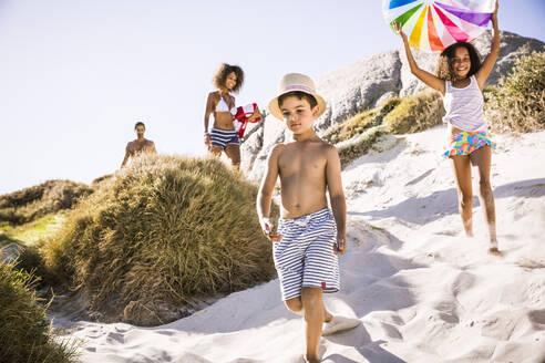 Family walking through the dunes to the beach - SDAHF00451