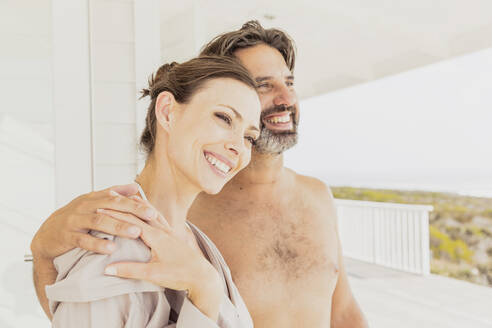 Happy affectionate couple at vacation home - SDAHF00546