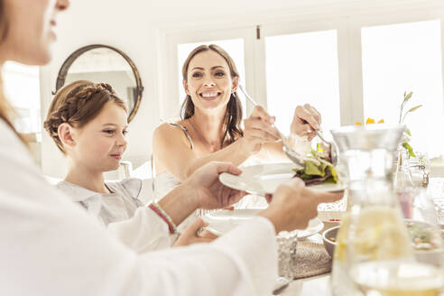 Girl and two women having lunch together - SDAHF00660