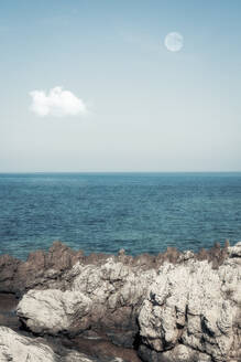 Spain, Balearic Islands, Canyamel, Rocky shore of Mediterranean Sea with clear line of horizon in background - DWIF01076