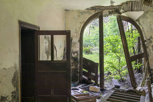 Decaying bathhouse in Mitterbad near St Pankraz in Ulental Valley, South Tyrol, Italy - PSTF00589