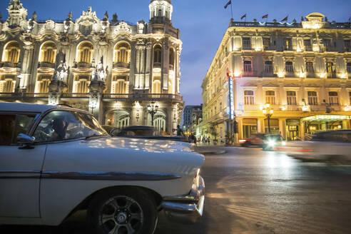 Vintage cars on the street at night, Havana, Cuba - PAF01915