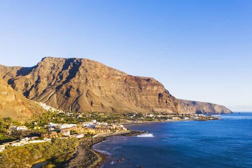 Spain, Santa Cruz de Tenerife, Valle Gran Rey, Clear sky over coastal town on La Gomera island - SIEF09589