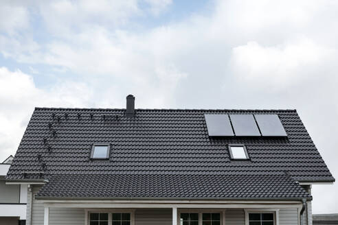 Rooftop of one-family house with three solar panels, Germany - VYF00001
