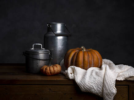 Pumpkin, tin cans and cloth on wood - NIF00086