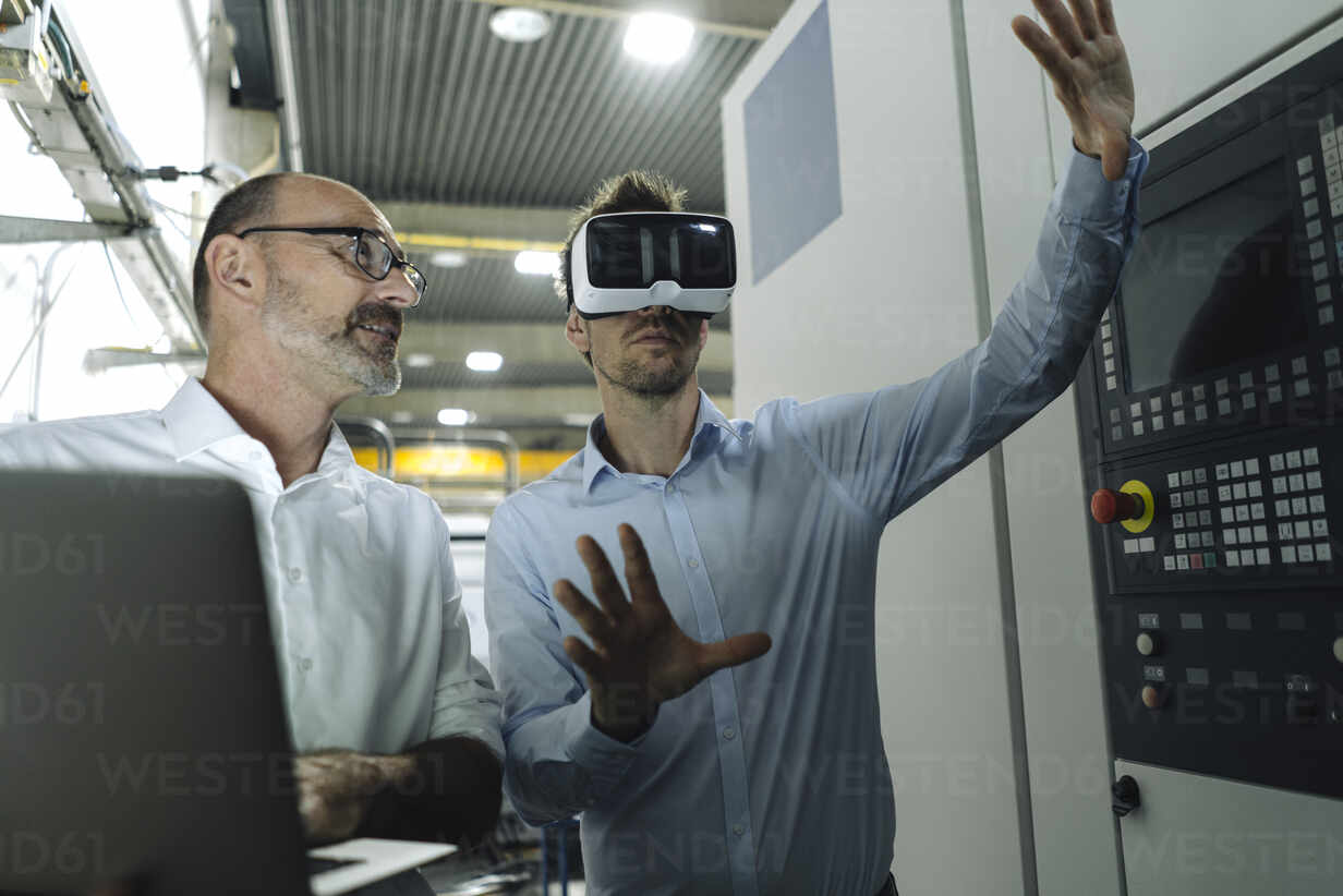 Two men with VR glasses in factory - KNSF07876 - Kniel Synnatzschke/Westend61