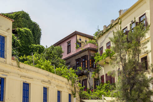 Greece, Crete, Chania, Low angle view of old town houses - MAMF01250