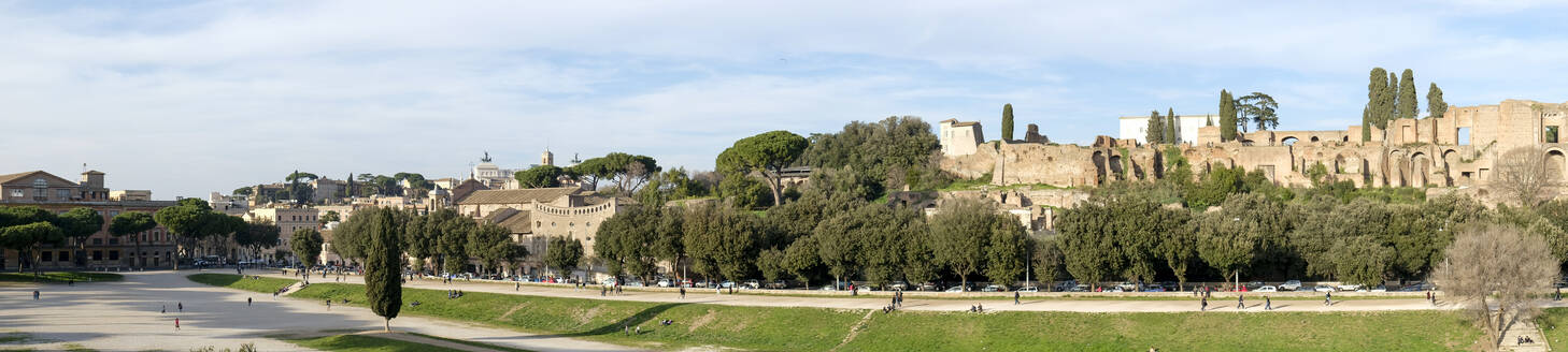 Italy, Rome, Panorama of Palatine Hill - HLF01218