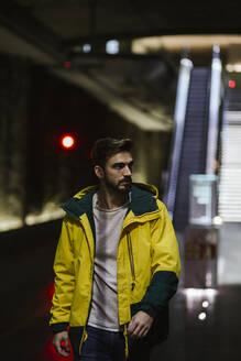 Man walking in subway station - LJF01401