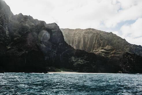 Scenic view of mountains and sea at Nā Pali Coast State Wilderness Park, Kauai, Hawaii, USA - LHPF01174