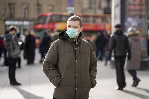 Young man with face mask, commuting in the city, St. Petersburg, Russia - VPIF02124