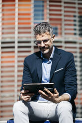 Businessman using tablet in the city - JRFF04219