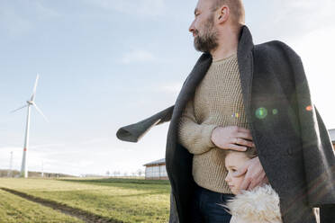 Father and little daughter on a field in winter - VYF00074
