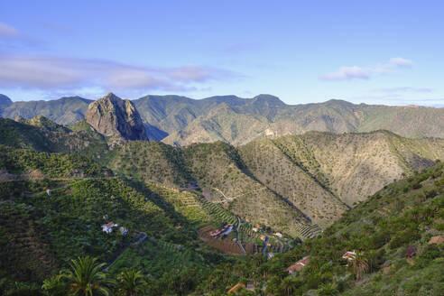 Spain, Province of Santa Cruz de Tenerife, Vallehermoso, Mountain village and Roque Cano rock formation - SIEF09662