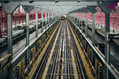 USA, New York City, Rails - OCMF01120