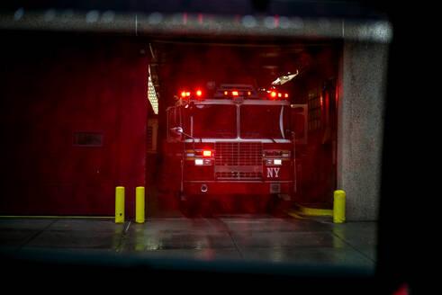 USA, New York City, Fire engine leaving for an emergency - OCMF01132