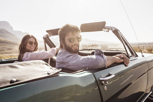 Couple in convertible car on a road trip - SDAHF00695