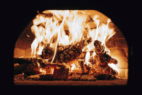 Firewood burning in pizza oven - AMAF00015