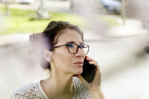 Portrait of mature woman on the phone outdoors - FLLF00441